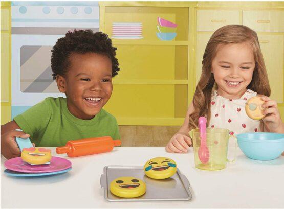 little tikes Tasty Junior Bake 'n Share Emoji Cookies
